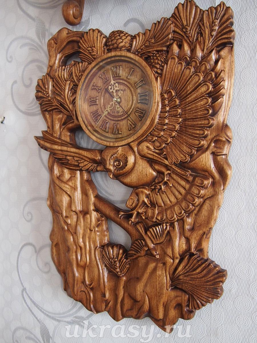 Резные часы из дерева на спиле