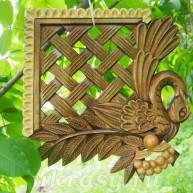 Деревянная резная вентиляционная решетка