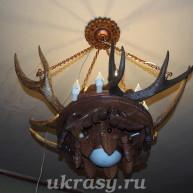 Люстра с рогами дикого оленя (изюбра)