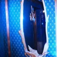 Зеркало в овальной деревянной  раме