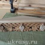 Деревянная резная полка (угловая) под иконы