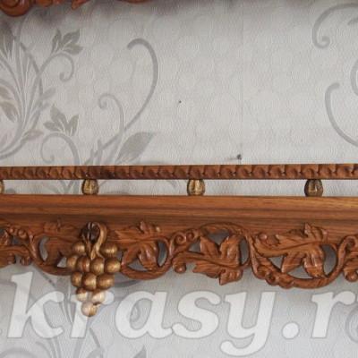 Резная деревянная полочка для икон из ореха