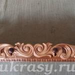 Деревянная ореховая полочка с резной накладкой из кедра