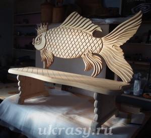 """Деревянная лавочка с резной спинкой """"Золотая рыбка"""