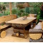 Рубленные стол и лавки из бревен
