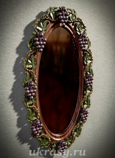 """Зеркало настенное в раме из дерева """"Амурская осень"""""""